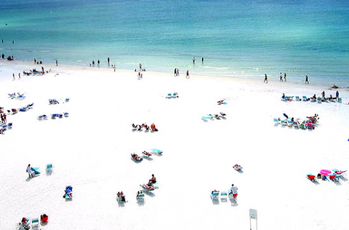 О разноцветных пляжах и песке.